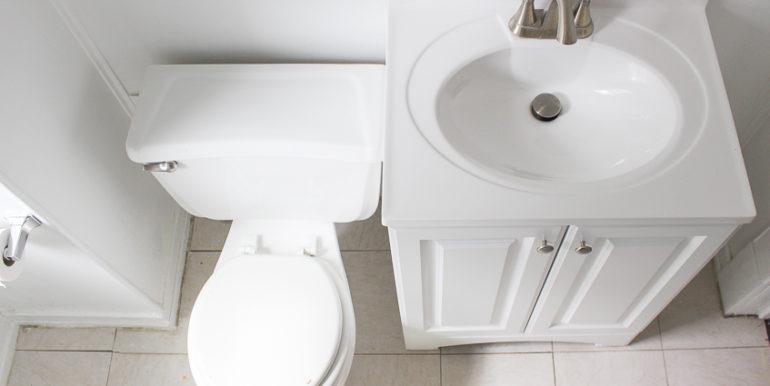 ub_apartment-107-englewood-bathroom