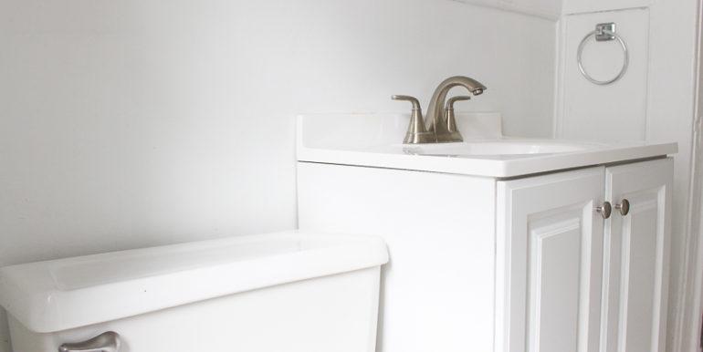 ub_apartment-107-englewood-bathroom2