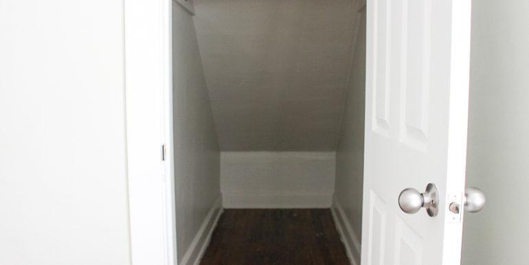 ub_apartment-107-englewood-closet