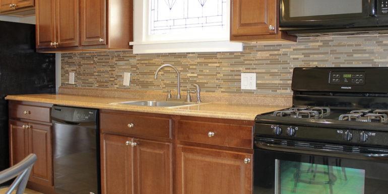 ub_apartment-107-englewood-kitchen