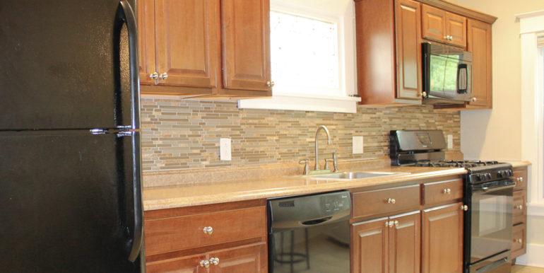 ub_apartment-107-englewood-kitchen2