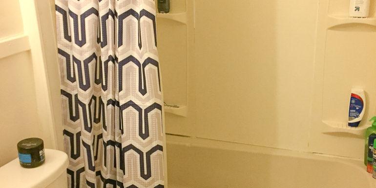 ub_apartment-176-winspear-bath