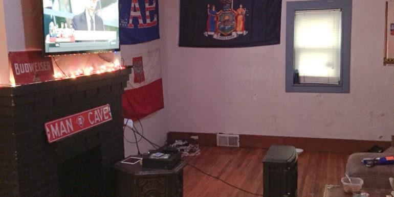 ub_apartment-176-winspear-livingroom